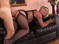 Vidéo porno mobile : He fills her pussy to destress